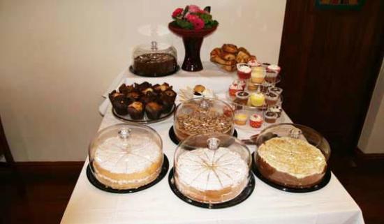 Chale Bay Farm Tea Room & Garden: Our Cakes Table