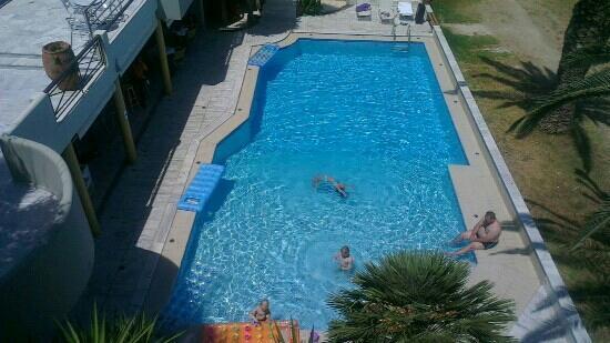 Casa Maria Apartments: pool with bar