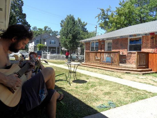 Music City Hostel: Music and sunshine