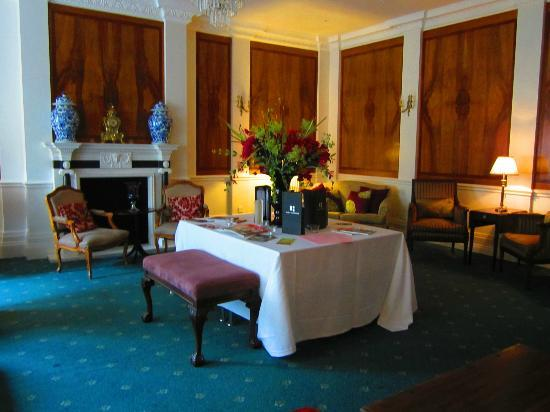 Hollin Hall Hotel: Formal area on second floor