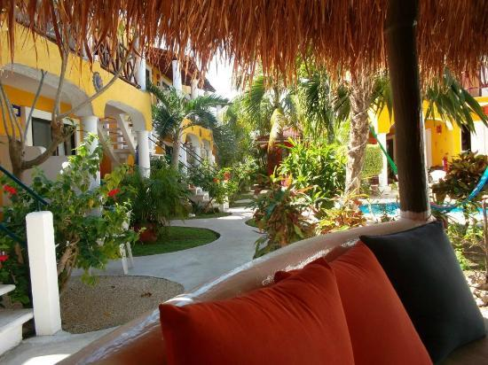 El Acuario Hotel: View of the grounds from the Palapa