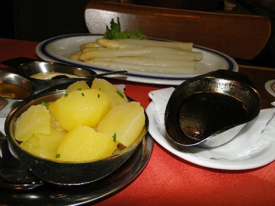 Fraundorfer : Aspargos acompanhados de batata e molho