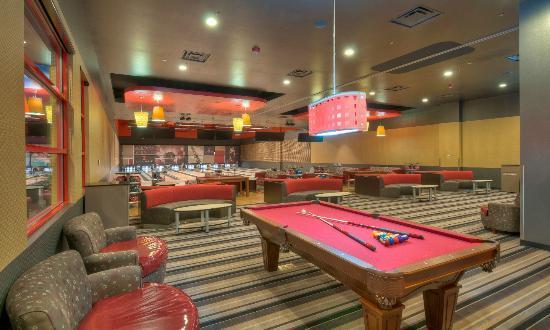 Pinz Bowling Center : Z Lounge at Pinz