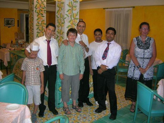 Hotel Panorama: Personels pour service de table et nos bambins