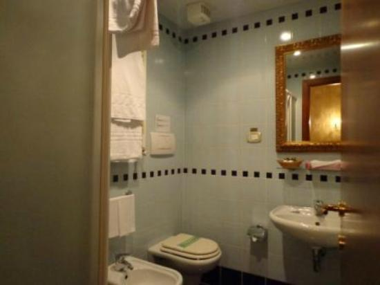 Locanda La Corte: Bathroom
