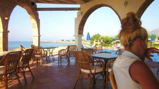 Pyrgos Beach Hotel: Eating some breakfast