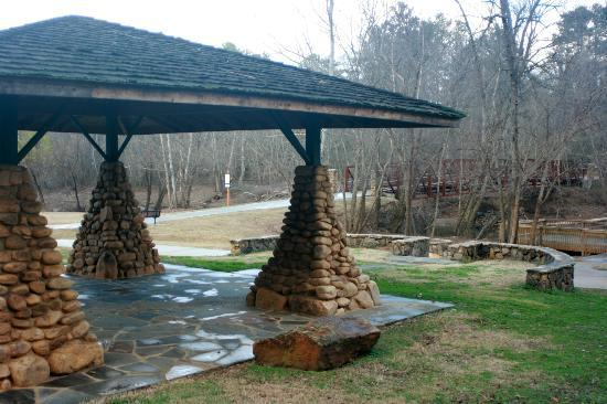 Little River Trail: Pavillion