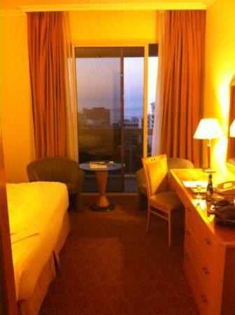 Gefinor Rotana Hotel : Room