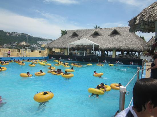CiCi Acapulco Magico: palapa con servicio de buffet y música en vivo