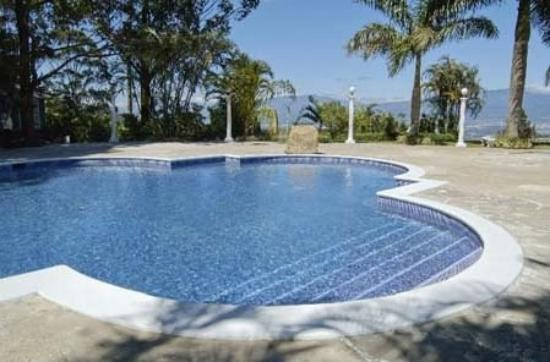 Grand Tara Hotel: Pool