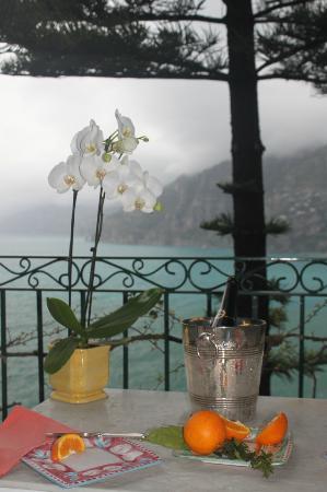 Il San Pietro di Positano: Champange awaiting our arrival