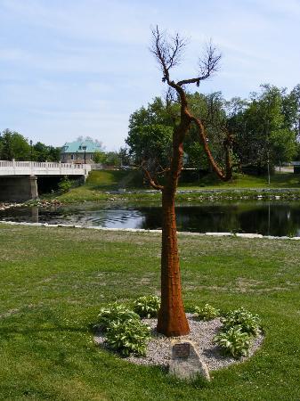 Sculpture Park: Pine Tree Sculpture