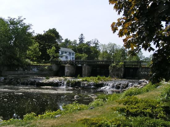 Sculpture Park: The river and dam