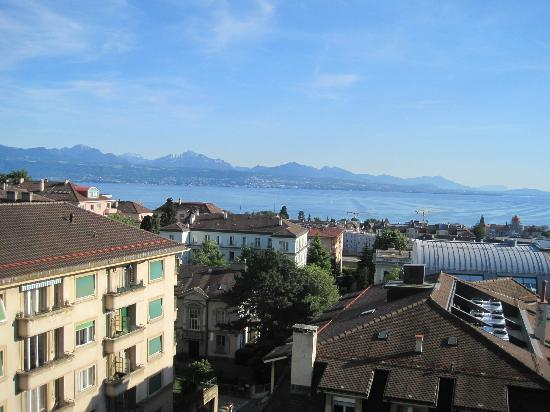 BEST WESTERN PLUS Hotel Mirabeau: View from our balcony of Lake Geneva