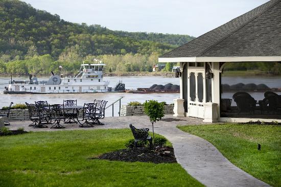 Riverside Inn Bed & Breakfast: The Outdoor Gazebo on the River - Breathtaking!