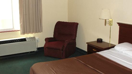 Comfort Inn Arcata - Humboldt Area : Clean Room with enough space to relax