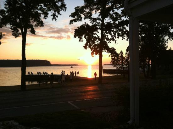 Edgewater Resort: Sunset