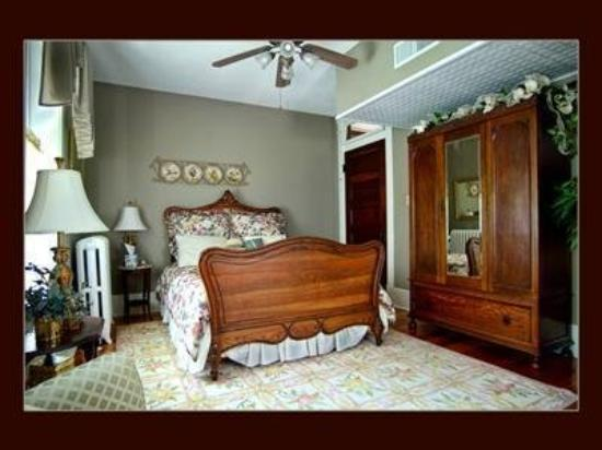 Hawthorn, A Bed & Breakfast: Guest Room (OpenTravel Alliance - Guest room)