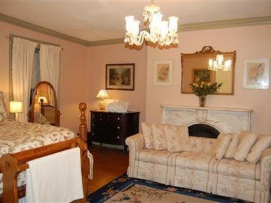 English Garden Bed & Breakfast: Guest Room (OpenTravel Alliance - Guest room)