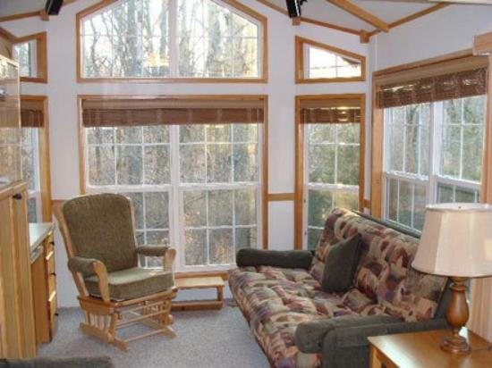 Crystal Springs Wilderness Lodges & RV Resort: LR