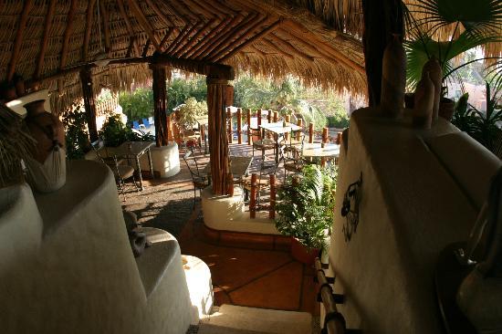 La Villa: Dining area