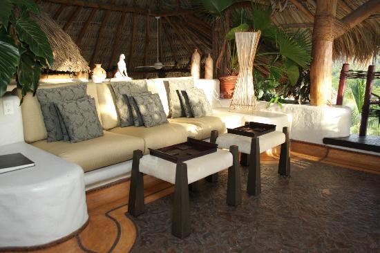 La Villa: Reception Area