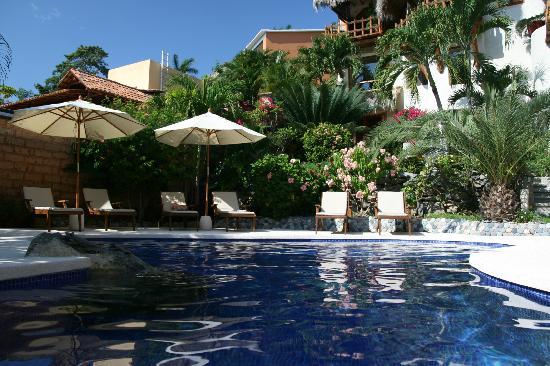 La Villa: Pool side