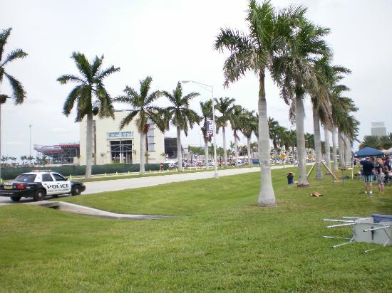 FAU Stadium: Stadium from parking lot