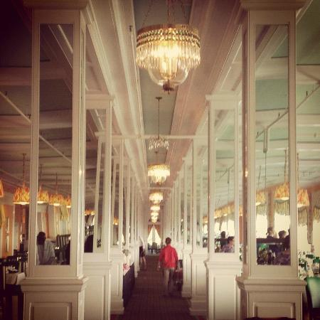 Grand Hotel: Hall of Mirrors aka Salle Manger--no belly leaves this hotel hungry!