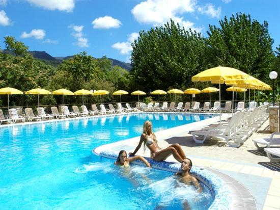 Villaggio Tamerice: angolo idromassaggio piscina