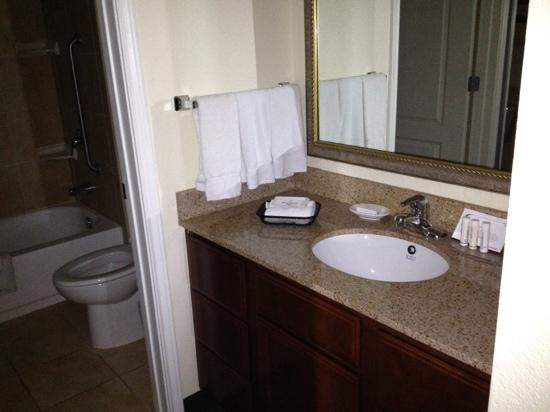 Residence Inn Killeen: Decent bathrooms