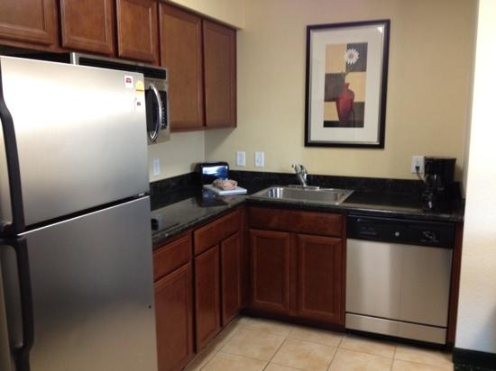 Residence Inn Killeen: Decent Kitchen