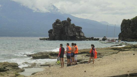 Apo Island Marine Reserve : Me and my friends preparing to go snorkeling