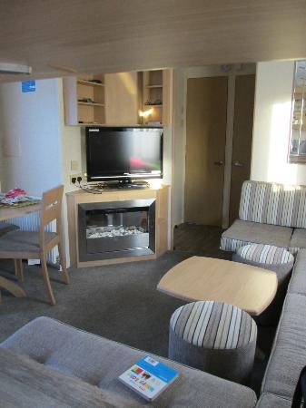 ‪‪Parkdean - Mullion Holiday Park‬: Traboe caravan - lounge