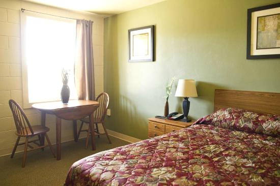 Magic City Motel: 1 Queen Bed with Upgraded Furniture and Amenities