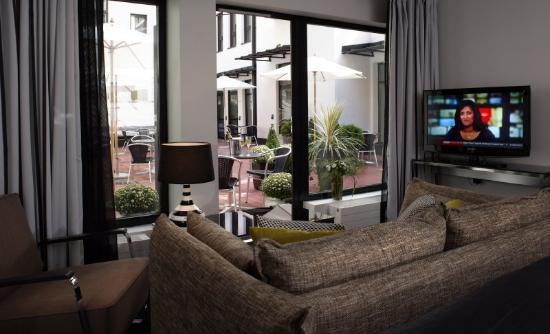 Fabian Hotel: Groundfloor Style+ terrace view