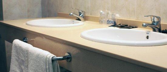 Hotel Caracas Playa: baños completos