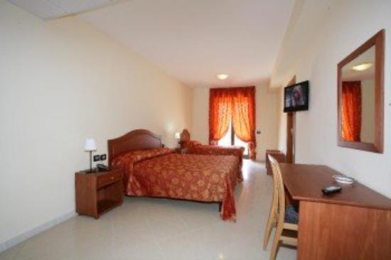 Plaza Aversa: Room Triple