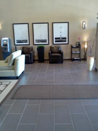 Pomeroy Inn & Suites Vegreville: Hotel Lobby