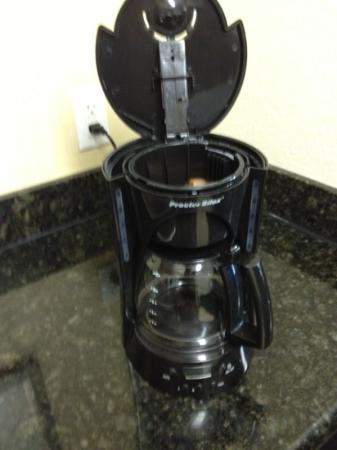Residence Inn Killeen: Old coffee filter left in pot