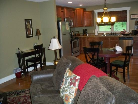 Asheville Cottages: Living room and kitchen