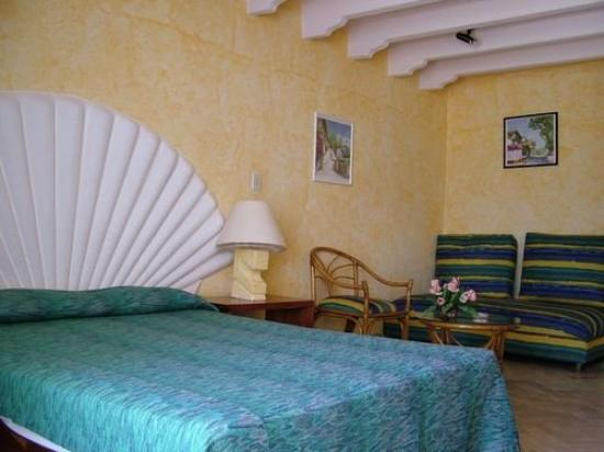 Ixtapa Palace Resort & Spa: Suite Bedroom