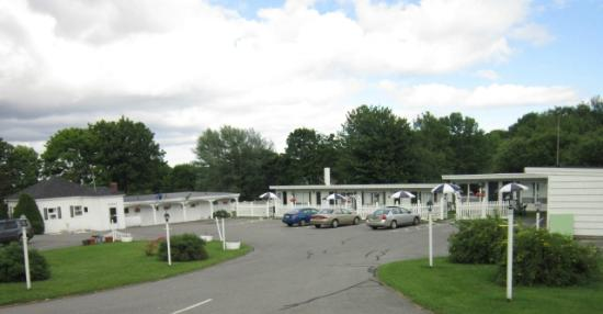 Claddagh Motel & Suites: General view of the motel