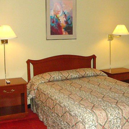 Fauld's Motel Sarnia : Guest Room -OpenTravel Alliance - Guest Room-