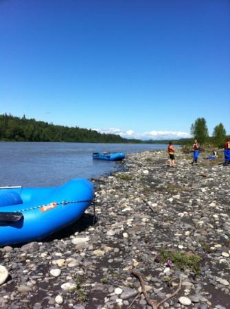 Denali Southside River Guides : Stopped mid-way to get out and stretch our legs.