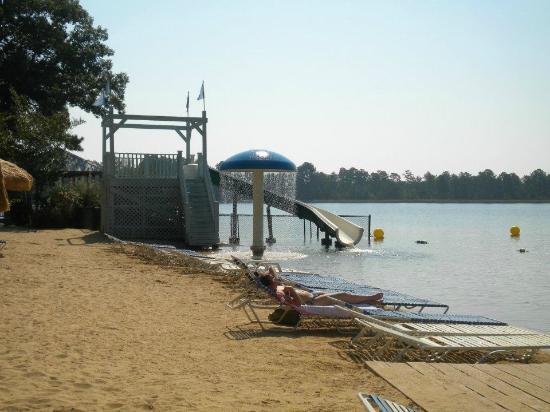 Lake Tiak-O'Khata Resort : Small slide