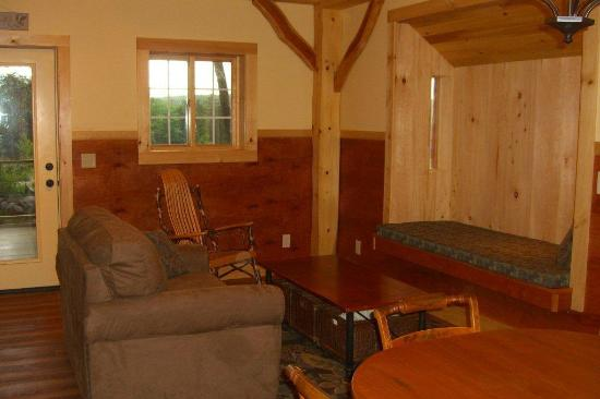Robert Frost Mountain Cabins: Cabin 2 - Sunrise Vista: Living Room and Swedish Nook