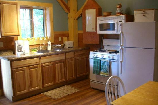 Robert Frost Mountain Cabins: Cabin 1 - Peak Perspective: Kitchen