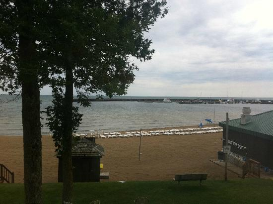 Tawas Bay Beach Resort: Bay Beach Resort - beach at Lake Huron