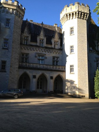 Chateau de Pitray: Front of Chateau